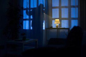 Burglary bonds Houston - A burglar attempting to break into a home.